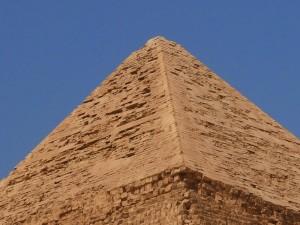 Alig_Khafre_Pyramid_top_437