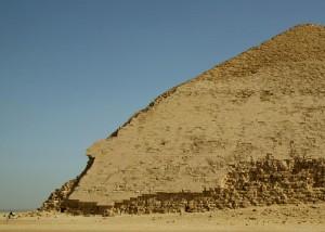CroppedBentPyramidFromTheWest