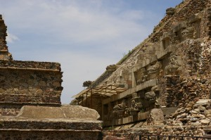Teotihuacan-Pyramid_of_the_Feathered_Serpent-3025