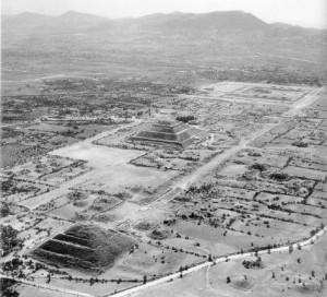 teotihuacan_bw