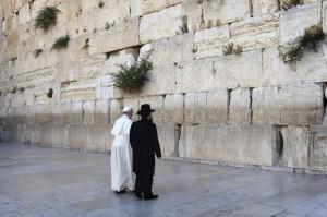 EL PAPA VISITA EN JERUSALÉN LOS LUGARES MÁS SAGRADOS PARA ÁRABES Y JUDÍOS