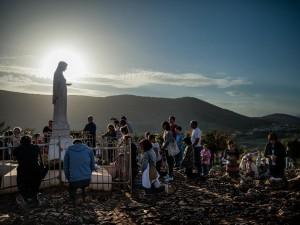 01-bosnia-herzegovina-pilgrims-1080