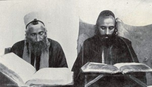 yemenite-jews-studying-torah-in-sanaa-1458899875